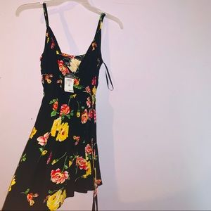 RUE 21 Floral print dress (NEVER WORN) tags on